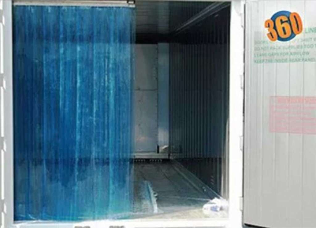 Insulating curtain for storage container